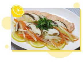 鮭とキノコの塩レモンレンジ蒸し 料理画像